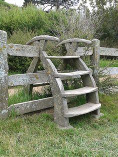 Zäune und Tore Hobbiton Movie Set, Matamata, New Zealand 2015 How To Choose The Right Fridge & Freez Farm Gate, Farm Fence, Garden Fencing, Garden Landscaping, Outdoor Projects, Garden Projects, Country Fences, Wooden Garden, Garden Structures