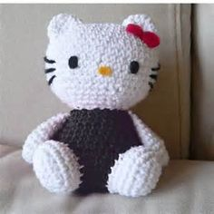I don't know how to crochet. If i did, i would so make this for Yia Yia Crochet Patterns - Free Crochet Patterns HELLO KITTY Crochet Gratis, Crochet Amigurumi, Amigurumi Patterns, Crochet Dolls, Knitting Patterns, Crochet Patterns, Applique Patterns, Love Crochet, Crochet For Kids