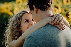 Paarshooting im Sonnenblumenfeld. Foto Art, Couple Photos, Couples, Switzerland, Couple Shots, Couple, Couple Pics