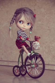 Подумываю о продаже синего велосипедика. Размер 1/6, подходит блайз и yosd. [изображение] Вот так смотрится с куклой [изображение] [изображение] [изображение] Все вопросы в u-mail — BlytheWorld