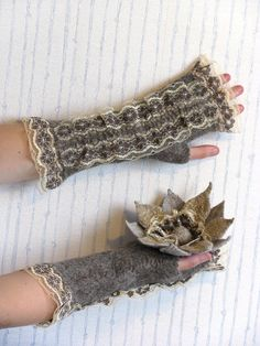 Artemis, cozy and warm fingerless mittens with lace