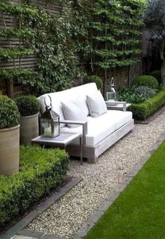 Modern Patio On Backyard Moderner Patio auf Hinterhof Source by . Courtyard Landscaping, Small Backyard Landscaping, Modern Backyard, Backyard Retreat, Backyard Patio, Landscaping Ideas, Backyard Ideas, Garden Modern, Patio Retreat Ideas