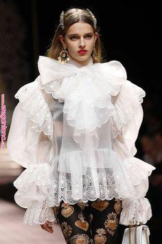 Trendy fashion runway ready to wear dolce & gabbana ideas Cute Fashion, Unique Fashion, Fashion Art, Editorial Fashion, Runway Fashion, Trendy Fashion, High Fashion, Fashion Show, Fashion Outfits