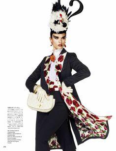 Crystal Renn - Ensaio Grifado para Vogue Japão