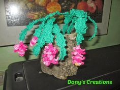 Ravelry: Cactus di Natale pattern by Donatella Saralli--succulent Crochet Flower Tutorial, Crochet Flower Patterns, Crochet Flowers, Crochet Pot Leaf, Crochet Cactus, Crochet Home, Knit Or Crochet, Cactus E Suculentas, Cactus Craft
