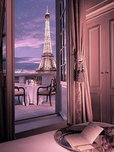 Can I go back to Paris and stay in this room? Pretty please?