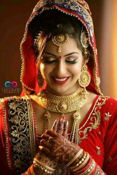 Savory Learn jewelry making,Accessories jewelry rings and Silk thread jewelry necklace. Indian Bridal Makeup, Indian Bridal Fashion, Bridal Beauty, Beautiful Indian Brides, Beautiful Bride, Beautiful Couple, Beautiful Children, Beautiful Women, Henna