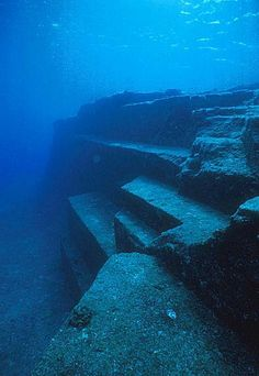 © FlickrDans les profondeurs de l'île de Yonaguni, au Japon, se trouve un rassemblement de ruines époustouflantes, jugées par certains scientifiques comme les restes d'1 cité préhistorique..