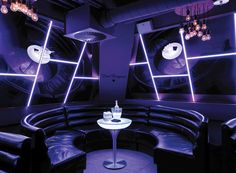 #LoungeM75 in action as table in a #nightclub.|| #LoungeM75 in aktion als tisch in einem Nachtclub.|| #LoungeM75 en action comme table dans une discothèque. #moree