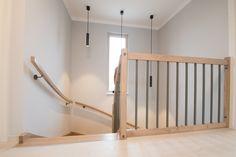 Treppengeländer im Musterhaus Trend 146 W in der Blauen Lagune Trends, Cribs, Bathtub, Bed, Furniture, Home Decor, Blue Lagoon, Cots, Standing Bath