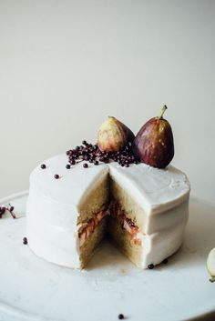 Hazelnut Layer Cake with Fig Compote + (vegan) Cream Cheese Frosting // dolly and oatmeal. Dessert that will impress Fall Desserts, Vegan Desserts, Just Desserts, Delicious Desserts, Yummy Food, Tasty, Thanksgiving Desserts, Thanksgiving Sides, Christmas Desserts