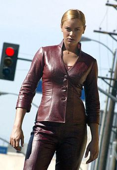 """Kristanna Loken as The T-X Terminator """"Terminator 3 : Rise Of The Machines"""" Fantasy Movies, Sci Fi Movies, Movie Tv, Hollywood, Science Fiction, Vaquera Sexy, Terminator Movies, Arnold Terminator, Summer Glau"""