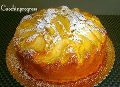 La torta di mele è quasi sicuramente uno di quei dolci che tutti almeno una volta hanno preparato. E' un evergreen perfetto per la colazione di tutti.