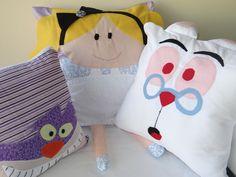 Almofadas personalizadas com os personagens da Alice no Pais das maravilhas. Coelho, gato e a alice <br>Podem decorar seu quarto, como ser a decoração de sua festa <br>o valor acima é de cada almofada