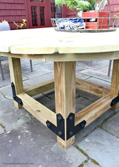 Build your own round outdoor dining table using Simpson Strong-Tie outdoor accents. Make this solid, round outdoor table for your patio space. Round Outdoor Dining Table, Deck Table, Diy Outdoor Table, Diy Dining Table, Patio Bar Set, Outdoor Furniture, Bar Tables, 2x4 Table, Picnic Tables