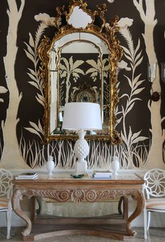 Lyford Cay - Opulence at its best - white & black wallpaper, gilded gold mirror, and a white pineapple lamp Interior Flat, Home Interior, Interior And Exterior, Interior Decorating, Interior Design, Decorating Tips, Chinoiserie Elegante, Pineapple Lamp, Theme Color