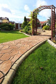 Ścieżka w ogrodzie w romantycznym stylu #polbruk
