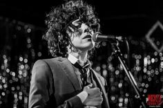 Beautiful pic of LP by Kathy Flynn, concert photographer Follow her blog Wicked Goodness