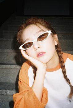 Image about red velvet in 𝒔𝒆𝒖𝒍𝒈𝒊 ⛲️ by d. Kpop Girl Groups, Korean Girl Groups, Kpop Girls, Asian Music Awards, Red Velvet Photoshoot, Orange Aesthetic, Kang Seulgi, Red Velvet Seulgi, Kim Yerim