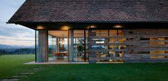 House P en Autriche par Gangoly & Kristiner Architekten - Journal du Design Sauna House, Architecture Cool, Barn Renovation, Beautiful Interior Design, Old Barns, Modern House Plans, Design Case, House Design, Wine Storage