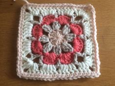 Free Vintage Rose square pattern with photo tutorial - Laura Haakt Crochet Hexagon Blanket, Granny Square Crochet Pattern, Crochet Squares, Crochet Granny, Crochet Motif, Crochet Flowers, Crochet Patterns, Granny Square Häkelanleitung, Crochet Skull