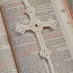This crochet cross is a great Easter gift. Lacy Cross Crochet Pattern - Media - Crochet Me Bunny Crochet, Easter Crochet Patterns, Crochet Cross, Cotton Crochet, Thread Crochet, Crochet Motif, Crochet Stitches, Knit Crochet, Crochet Coaster