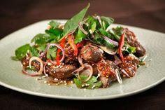 Điểm danh các món bò đãi tiệc hấp dẫn dễ làm  Thịt bò là một trong những loại nguyên liệu nấu ăn rất phổ biến và có thể nói xuất hiện trong hầu hết các bữa cơm gia đình và cả những buổi tiệc lớn nhỏ. Không chỉ chứa rất nhiều chất dinh dưỡng tốt cho sức khoẻ mà thịt bò còn rất thơm ngon dễ ăn và dễ chế biến thành rất nhiều món ăn ngon.  Hôm nay Mâm Cơm Việt sẽ giới thiệu đến bạn các món bò đãi tiệc vô cùng thơm ngon hấp dẫn cùng xem ngay nhé!  Salad thịt bò kiểu Thái  Món ăn Thái ngày càng…
