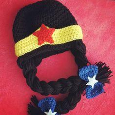 Wonder Woman crochet beanie inspiration (no pattern) Crochet Kids Hats, Crochet Cap, Crochet Beanie, Love Crochet, Crochet Crafts, Crochet Projects, Knitted Hats, Grannies Crochet, Crochet Character Hats