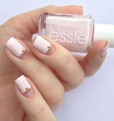 Having short nails is extremely practical. The problem is so many nail art and manicure designs that you'll find online Fancy Nails, Love Nails, Pink Nails, Pretty Nails, Gel Nails, Fabulous Nails, Perfect Nails, Minimalist Nails, Minimalist Chic