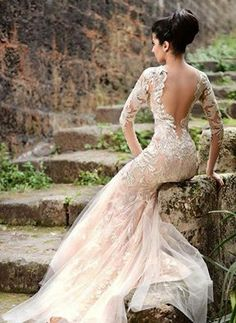 Beautiful lace.....love the back of the dress