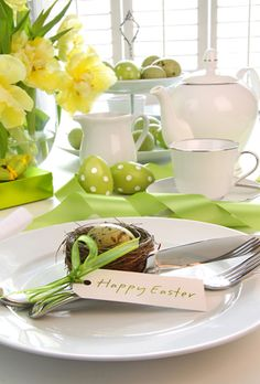 If it is green and flourishes outside, then begins the Easter and spring! Be inspired and unload the spring on your holiday table. We have collected for you 25 Easter Table Settings, Easter Flowers, Dream House Interior, Easter Brunch, Deco Table, Holiday Tables, Place Card Holders, Stock Photos, Table Decorations