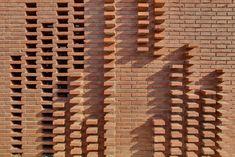Detalle de muro. Casa en Alpicat. Por Carles Enrich y Albert Brito. Fotografía © David Brito. Señala encima de la imagen para verla más grande.