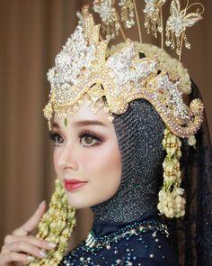 💄Makeup attire by Muslimah Wedding Dress, Disney Wedding Dresses, Hijab Bride, Muslim Brides, Pakistani Wedding Dresses, Bridal Dresses, Foto Wedding, Dream Wedding, Niqab
