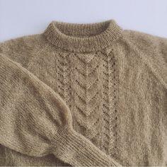 VICTORIA SWEATER Strikkeopskrift (pdf)- DK (danish) Sweater Knitting Patterns, Knitting Designs, Mohair Sweater, Pullover Sweaters, Women's Sweaters, Drops Design, Minimalist Street Style, Looks Street Style, Winter Sweaters