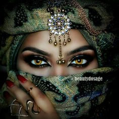 The Colors In This Cultural Diamond Painting Are Absolutely Brilliant To Me - The Womans Eyes In This DIY Portrait Diamond Painting Are Entrancing - Enjoy A Full Pasting Area Set With Full Square Drill Round Drill Diamond Options In Several Canvas. Pretty Eyes, Cool Eyes, Arabian Eyes, Dream Mask, Arabic Makeup, Arabic Beauty, Korean Beauty, Exotic Beauties, Stunning Eyes
