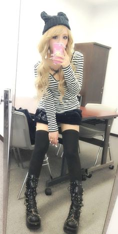 Estilo gyaru By : mozhu Gyaru Fashion, Harajuku Fashion, Kawaii Fashion, Lolita Fashion, Cute Fashion, Look Fashion, Harajuku Girls, Fashion Styles, Punk Outfits
