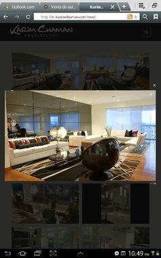Sala moderna con enchape de espejo