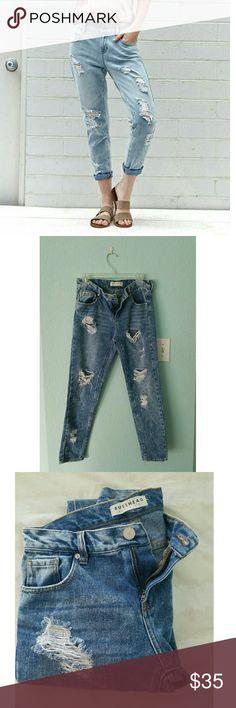 Bullhead skinny boyfriend jeans The perfect wardrobe staple.  Model is wearing the jeans in a lighter color. Bullhead Jeans Boyfriend