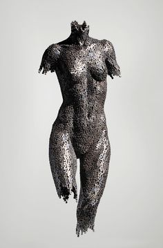 """Seo Young Deok is a Korean artist whose dramatic sculptures made from welded bike chains are meant to share stories told through the human figure. """"Seo Young Deok's sculptures capture the anxieties of. Sculpture Metal, Modern Sculpture, Wire Sculptures, Tachisme, Bike Chain, Korean Artist, Art Plastique, Metal Art, Amazing Art"""