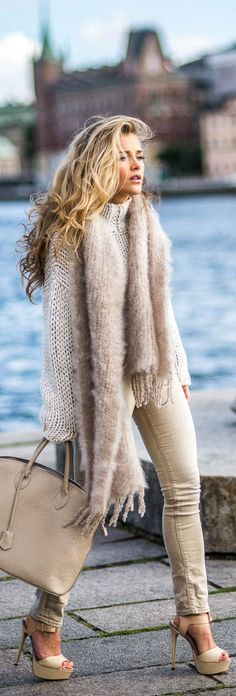 Models Try layering your knitwear this fall, chunky scarves are also a must. Via Mollyrustas.Try layering your knitwear this fall, chunky scarves are also a must. Via Mollyrustas. Mode Outfits, Fashion Outfits, Womens Fashion, Fashion Trends, Fashion Heels, Heels Outfits, Outfit Jeans, Fashionable Outfits, Night Outfits
