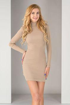 Obcisłe sukienki z długim rękawem podkreślają atuty damskiej sylwetki, sprawiając, że poczujesz się w nich naprawdę kobieco. High Neck Dress, Dresses, Fashion, Turtleneck Dress, Vestidos, Moda, Fashion Styles, Dress, Dressers