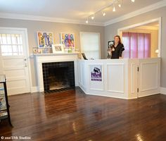 Small grooming salon front desk and work station dog grooming repinned dog grooming salon interior design solutioingenieria Gallery