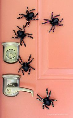 DIY Halloween : DIY Creepy Crawly Magnetic Spiders : DIY Halloween Decor Awesome for the fridge or the back door.