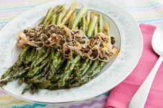 In this Roasted Asparagus recipe, shallots and capers roast along with the asparagus for part of the time–so easy! One pan, tasty caramelization! Allergy Free Recipes, Asparagus Recipe, Easter Dinner, Vegetable Sides, Food Allergies, Entrees, Dairy Free, Roast, Clean Eating