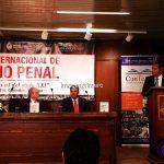 Eugenio Zaffaroni disertó en la Facultad de Derecho y homenajeó a pionero del Derecho Penal en Corrientes