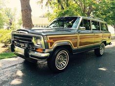 Beautiful 1989 Jeep Grand Wagoneer - Dover Gray. $21900.