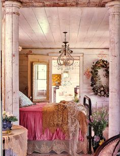 Shabby chic bedroom ideas can give a new look to your old worn and torn bedroom furnishing that look dull and no cuter. If you are planning for a shabby chic look even though the furnishings are ne… Shabby Chic Bedrooms, Bedroom Vintage, Shabby Chic Homes, Victorian Bedroom, Vintage Room, Romantic Bedrooms, Romantic Room, Pink Bedrooms, Vintage Decor