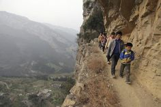 In beeld: Hindernissen overwinnen om op school te raken - Wereld - Knack.be