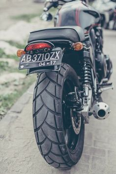 BARBARA ~ The first 'official' built bike from RockedRock Kustom Motor. A Honda CB400SF. #Honda #cb400sf #bali