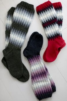Long wool socks with an abstract pattern, from Novita 7 Veljestä Crochet Socks, Knitting Socks, Stitch Patterns, Knitting Patterns, Woolen Socks, Foot Warmers, Abstract Pattern, Bunt, Mittens
